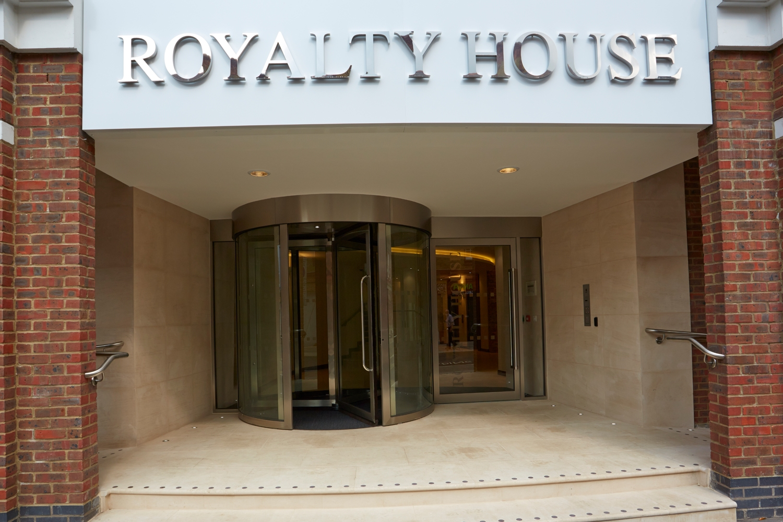 Royalty House – Entrance – Kinorigo (1)
