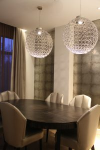 Sheraton-hotel-room-table