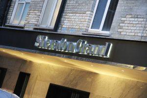 Sheraton-hotel-sherton-grand-sign