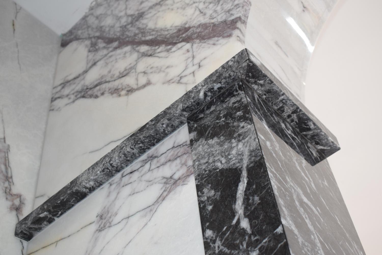 Grigio Carnico and Bianco Lilac Marble feature bathroom – Kinorigo
