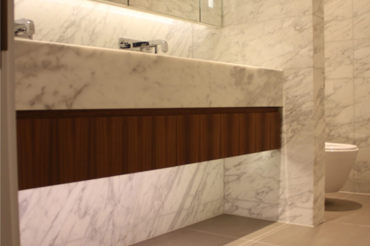 Carrara Bathroom – Kinorigo