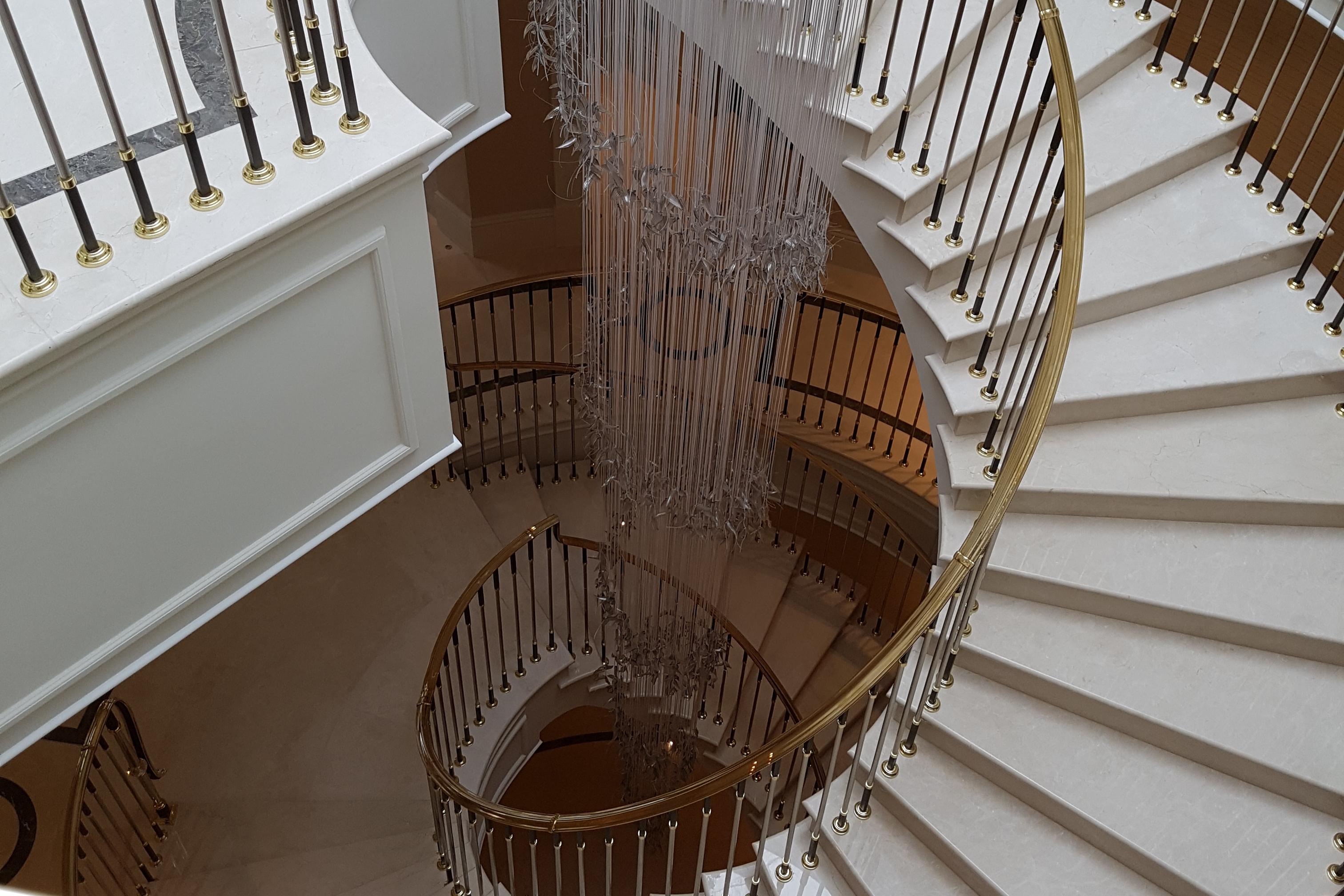 Staircase with Chandelier – Kinorigo