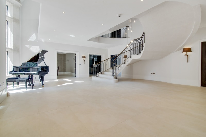 large entry area with porcelain floor and piano