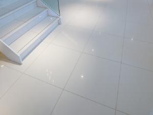 polished-white-tiles
