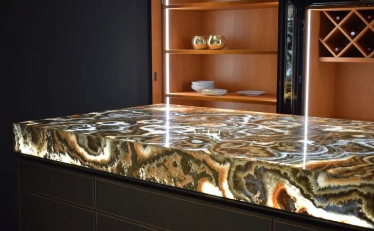 warm tones swirled marble kitchen worktop with shelving in background